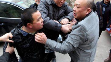 Zhang Miao's husband Wang Hui and Yao Jiaxin's lawyer get into a fight.