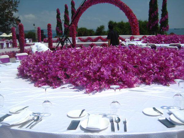 Shanxi coal boss holds a lavish wedding for his daughter at the Sanya Ritz Carlton.