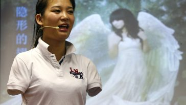 Armless Chinese girl Lei Qingyao, star of the Invisible Wings movie.