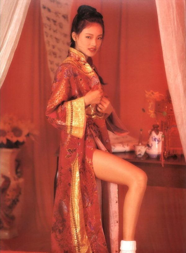 Example of Shu Qi's old nude photos that Chinese netizens have dug up and abused her with.