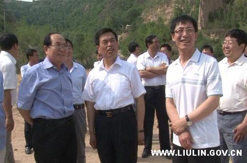 Xing Libin with Liulin county government officials.