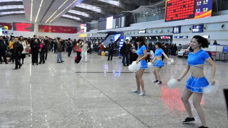 Dalian Zhoushuizi International Airport management dispatches a cheerleading team to entertain passengers grounded and delayed by thick fog.