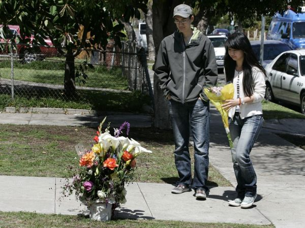 USC students leaving flowers at the site where two study abroad Chinese students were shot dead.