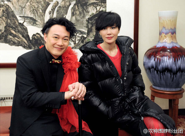 Eason Chan and Faye Wong backstage.