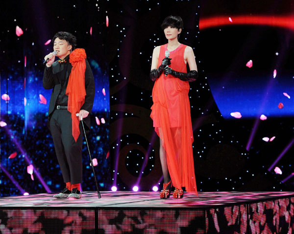Eason Chan and Faye Wong performing on stage together.
