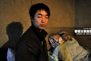 Cheng Jilai, a 24-year-old Chinese university student who stayed by his father's side during his father's final days.