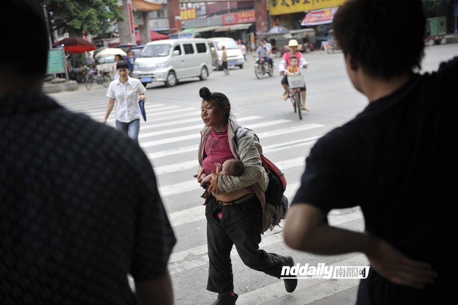 Photo is of the homeless woman carrying her child leaving the hospital ...