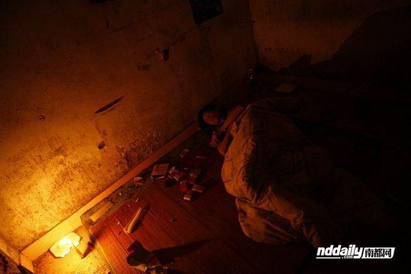 Wu Guilin asleep in his dilapidated home.