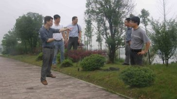 """Hangzhou Yuhang District Chinese government officials in a obviously photoshopped image where they appear to be """"floating""""."""