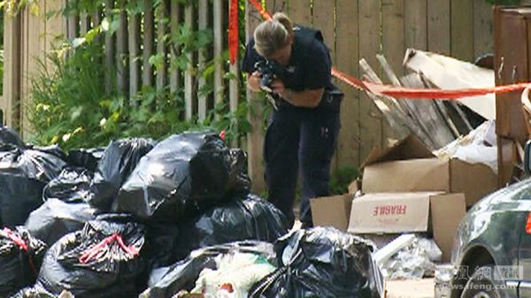 Canadian police photographing Lin Jun's dismembered body discovered in the garbage.