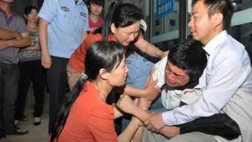 A Chinese student learns about his mother's death, his family having kept it a secret from him so that he could take the important gaokao Chinese university entrance exam without distractions.