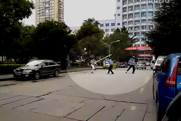 Guizhou Normal University security guards confronting a crazed knife-wielding attacker on campus.