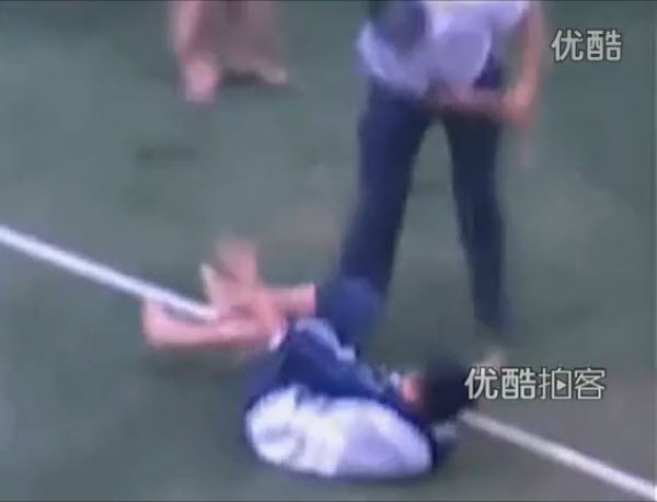 A Chinese teacher hits a middle school student at a school in Hainan, China.