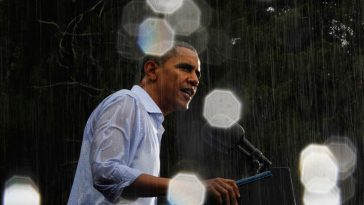 Obama gives an election speech in the pouring rain at Glen Allen, Virginia . Photo by Jason Reed/Reuters.