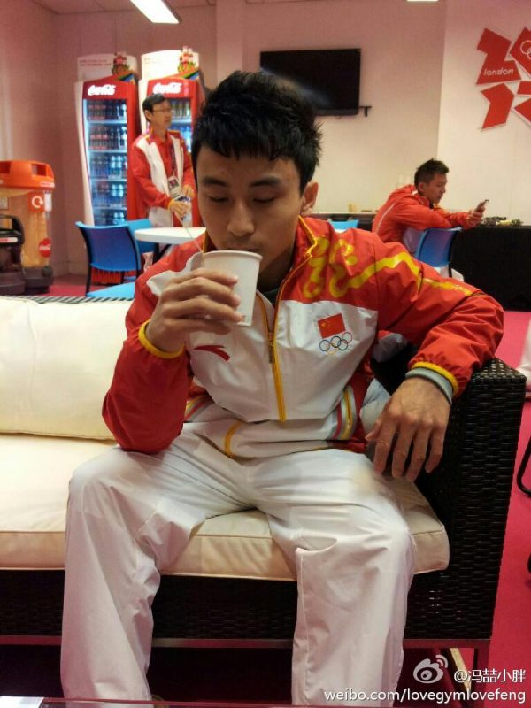 Feng Zhe drinking water at the 2012 London Olympic Games.