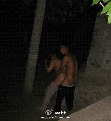 Two homosexual Chinese men caught having sex outdoors at night by passing ...