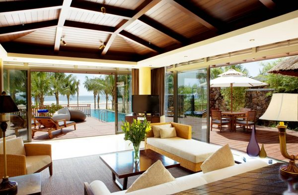 An ocean view villa in Hainan