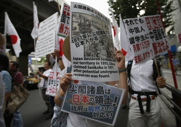 Japanese protesters with signs.