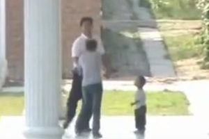 A local party deputy secretary in a town in Shandong province is caught on video manhandling and kicking a woman in front of her 3-year-old child.