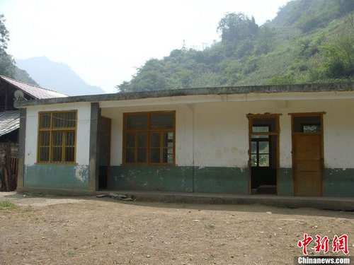 The original state of Qiantiantou Elementary School before the landslide.