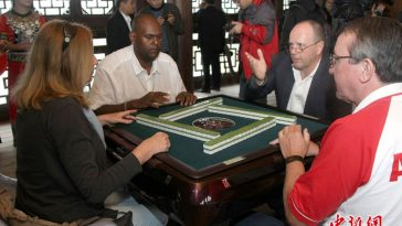 Foreigners Play Mahjong in the 3rd World Mahjong Championship held in Chongqing in Oct. 2012.