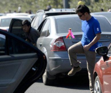 a guy kicks shuttlecokc during national day traffic jams