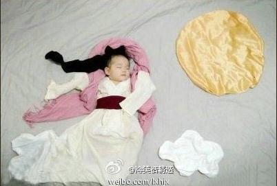 baby girl dressed up like Chang'e