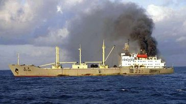 The Chinese cargo ship is on fire in the sea area of Okinawa.
