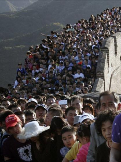 crowds at tourist sites during the national day holiday 03