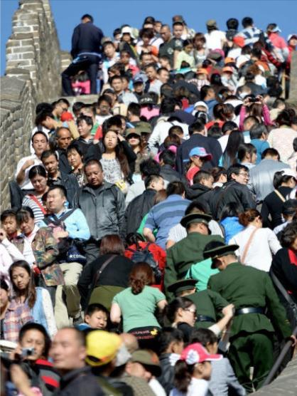 crowds at tourist sites during the national day holiday 04