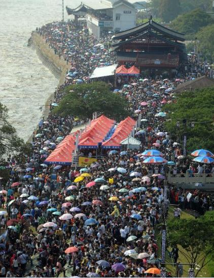 crowds at tourist sites during the national day holiday 07