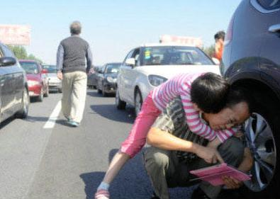 people waiting outside the cars during national day traffic jams