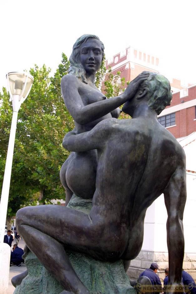 Секс со статуей онлайн