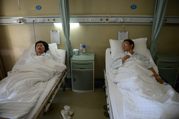 Su Dan and Tian Xinbing are in the hospital beds.
