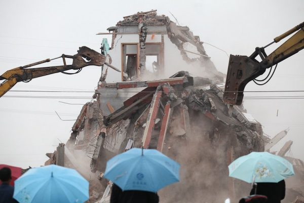 Luo Baogen's house is being demolished.