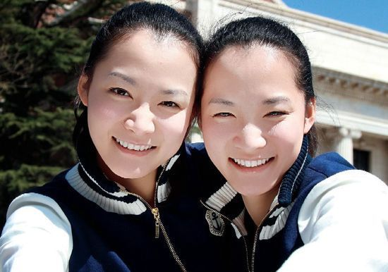 """Academic tyrant"" twin sisters Ma Dongxin and Ma Donghan at Tsinghua University"