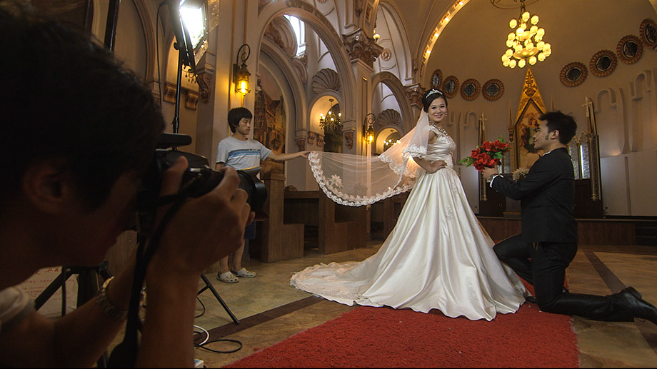 A Chinese bride in wedding dress.