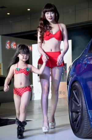 A Little Chinese And Her Mother Paring In Modeling Compeion At Car Show