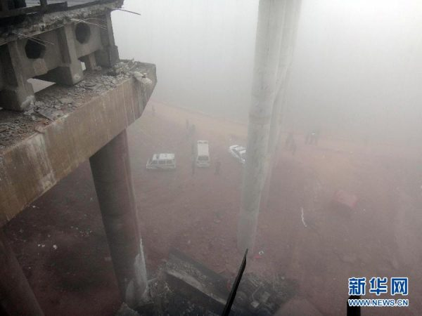 The distance from to road surface of the Yichang Bridge along the Lianhuo Highway in Henan province to the bottom of the ravine where a section of the bridge had collapsed.