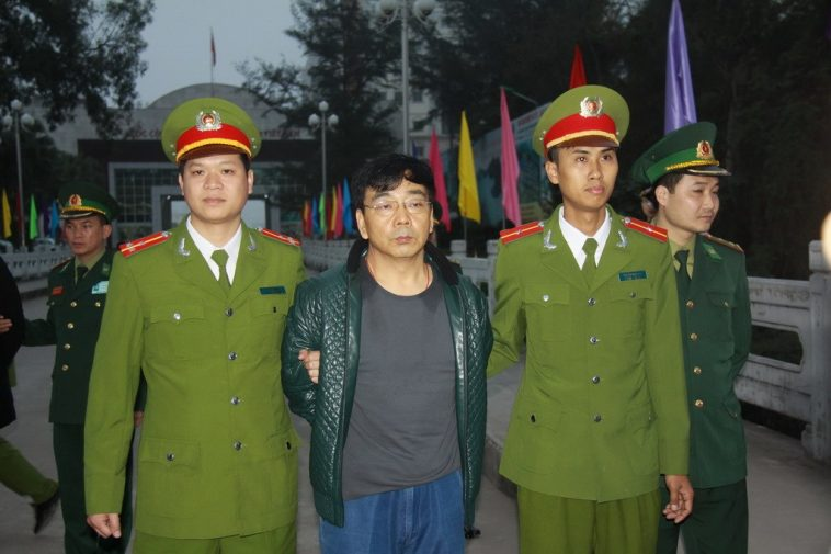 Former Baoding City Mancheng County Land and Resources Bureau Director Song Jianzhong arrested by Vietnamese police and being handed over to Chinese authorities, after fleeing to Vietnam with his mistress while under investigation for corruption and bribery.