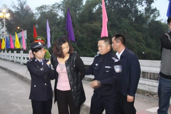 Corrupt Chinese government official Song Jianzhong's mistress arrested by Vietnamese police and being handed over to Chinese authorities.