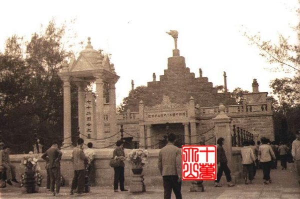During the Cultural Revolution the statue was replaced by a torch
