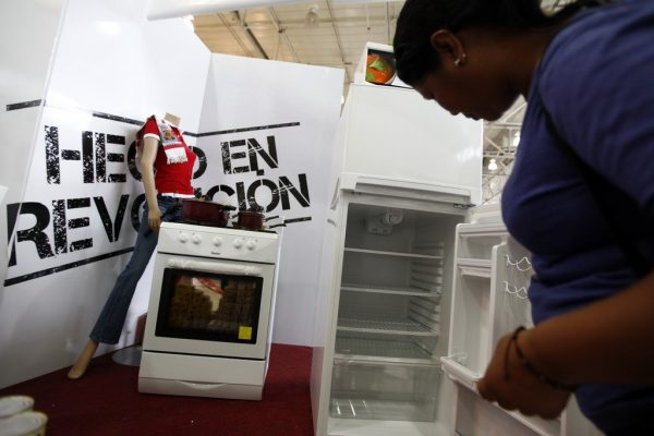 2010 September 21, Caracas, Venezuela: at Ahe state-run Bicentenario [Bicentennial] supermarket, a pregnant woman learns more about home appliances imported from China.