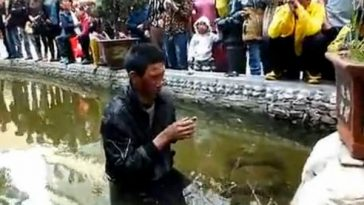 "China, Yunnan province, Zhaotong city, a blind beggar was beat up and then thrown into a pond by ""chengguan"" city management officials who have since been suspended by the city government."