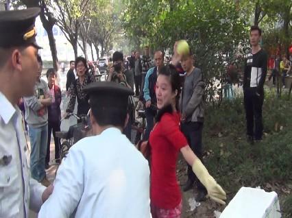 Photo of the woman beating chengguan released by Guangzhou Chengguan.