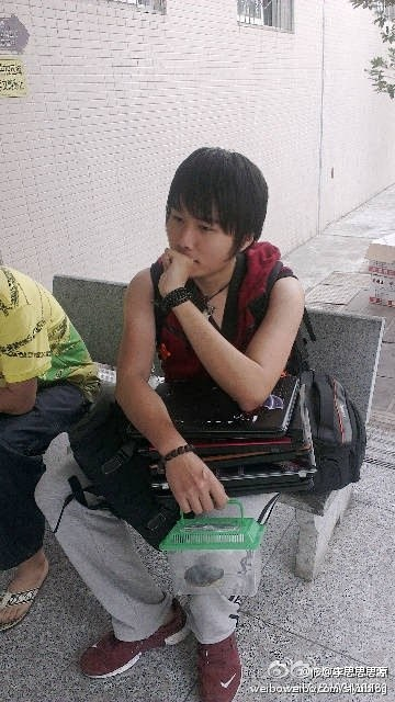 A Chinese university student saves his roommate's valuable belongings (notebook computers, SLR cameras) and a pet turtle during the 2013 Sichuan Earthquake in Ya'an city.