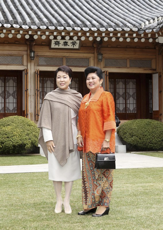 South Korea's Kim Yoon-ok and Indonesia's First Lady.