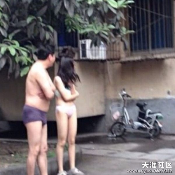 sichuan-earthquake-2013-04-20-chinese-residents-outside-01