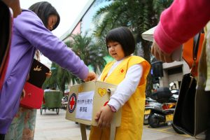 chinese-girl-collecting-donations-for-sichuan-yaan-lushan-earthquake