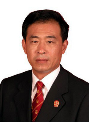 Henan judge Gao Tianfeng murdered by hit men hired by his own son.